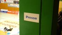 Verwaiste Pressebox beim Pokalkrimi