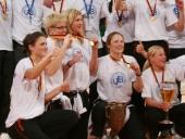 Pokalsiegerin Sandra Landvoigt (mitte)
